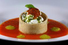 Tra Pignatte e Sgommarelli: Le mie ricette - Burrata in anello di pane, con bicolore rosso e giallo di peperoni, paté di pomodorini e pesto leggero di basilico e noci