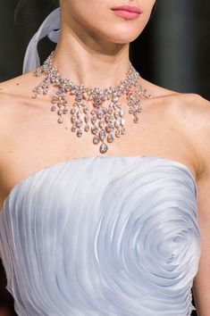 View all the detailed photos of the Ralph & Russo haute couture spring 2016 showing at Paris fashion week. Read the article to see the full gallery. Ralph & Russo, Couture Details, Fashion Details, Fashion Design, Harrods, Grey Fashion, Womens Fashion, High Fashion, Color Powder