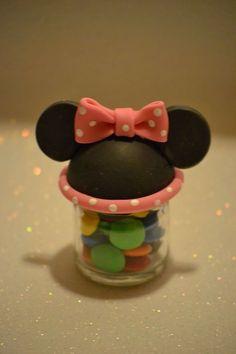 Porcelana Fria. frasquito souvenirs. Minnie