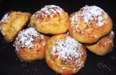 ~Arrufadas, or Pão de Deus, are signature Portuguese sweet bread rolls that are round and crispy, with a powdered sugar and coconut topping. Portuguese Sweet Bread, Portuguese Desserts, Portuguese Recipes, Portuguese Food, Bon Dessert, Dessert Recipes, How Sweet Eats, International Recipes, Popular Recipes