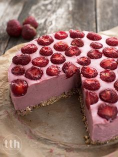 Millet cheesecake with strawberries - recipe (vegan, gluten-free, sugar-free) Strawberry Recipes Vegan, Vegan Recipes, Vegan Cheesecake, Strawberry Cheesecake, Polish Recipes, Vegan Desserts, Sugar Free, Cake Recipes, Sweet Tooth