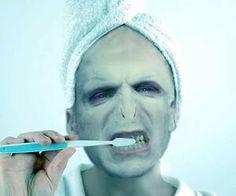 Naginy: Můj pán si čistí zuby! Jsem na něj hrdá :3
