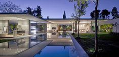Float House / Pitsou Kedem Architects El estudio de Pitsou Kedem Architects nuevamente nos sorprende con uno de sus diseños arquitectónicos, el proyecto Fl