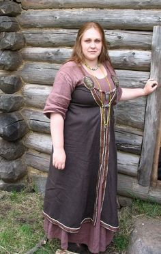 This is another front-opening apron dress with tablet-woven trim around all the edges.  But this one is pinned directly under the bosom, and the edges nearly meet in the front.