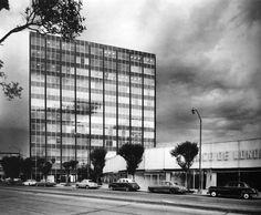 Edificio de Oficinas 1959-1961  Col Roma. México, D.F.  Arq. Augusto Álvarez