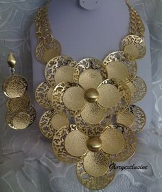 Dare to be unique in this gorgeous jewelry set..