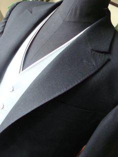 """Morning suit. Morning coat from wool flannel, wool gabardine waistcoat and silk duchesse satin """"sliped-waist"""". Žaketový oblek. Žaket z vlěného flanelu, vesta z gabardénu a """"skrytá"""" vesta z hedvábného dyšesu."""