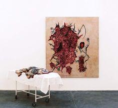 """Adriana Varejao """"Extirpation of evil by incision"""", 1994 Óleo sobre lienzo y objetos Medidas: 220x190 cm (lienzo) 100x185x50 cm (camilla)"""