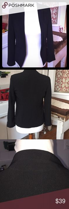 Mango MNG EUC XS black blazer EUC Mango - MNG line beautiful black blazer to dress up any outfit. Fitted and light, a great addition to any wardrobe. Mango Jackets & Coats Blazers