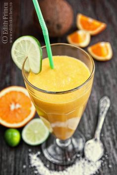 mango and coconut milk smoothie Edith's Kitchen, Coconut Milk Smoothie, Non Alcoholic Drinks, Mango, Kiwi, Smoothies, Breakfast Recipes, Health Fitness, Yummy Food
