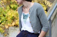 Pynta og elegant strikket jakke som fint kan brukes som bolero. Finn din favorittfarge i vårt nydelige angoragarn.
