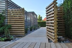 altandörr i samma stil som staket
