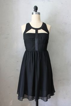 Into the Night - Little black dress with an edge //