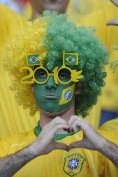 Mens Brazil Brazilian Afro Wig Football Blue /& Yellow World Cup Tone Fancy Dres