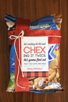 Super easy and cheap neighbor gift idea for Christmas and the holidays - CHEX mix with a free printable tag about Santa chex-ing his list twice. So easy and cute! More christmas gifts for teachers Neighbor Christmas Gifts, Neighbor Gifts, Holiday Fun, Holiday Gifts, Christmas Holidays, Christmas Ideas, Christmas Carol, Christmas Fairy, Half Christmas