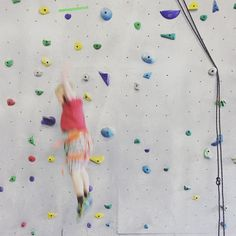 Free fall from the climbing wall! Congrats @hoodooadventures on your new space opening- thanks for sharing all your Okanagan adventures with us!