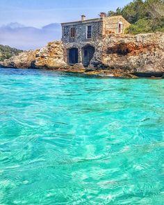 cala mondrago historische villa mallorca urlaub Villa Mallorca, Mallorca Beaches, Mallorca Island, Beautiful Ocean, Beautiful Places, Places To Travel, Places To See, Villas, House By The Sea