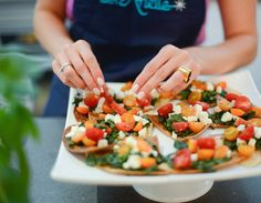 I love finding healthy appetizers to serve at my dinner parties that guests can indulge in completelyguilt-free prior to moving on to dinner. So when Nutritonist Arielle Haspel of Be Well with Arielle whipped up her famous Kale Caprese Pizzettes … Continue reading →