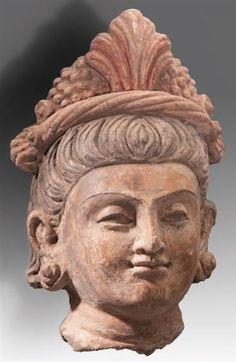 Tête de femme terracotta Taille : 29 cm. (11.4 in.)