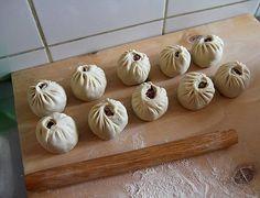 6. Теперь вы знаете, как сделать буузы. Осталось только довести их до готовности. Garlic, Vegetables, Recipes, Food, Backen, Meal, Food Recipes, Essen, Vegetable Recipes