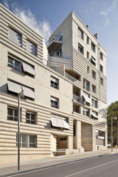 Edificio 111 / Flores Prats