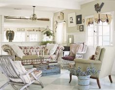 Przepiękny, jasny salon w stylu prowansalskim.