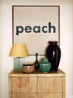 這一次,家居雜誌 Architectural Digest Magazine 帶領讀者探訪 Marc Jacobs 位於紐約的別墅,並且由 Marc Jacobs 的明星比特犬兒子 Neville Jacobs 隨侍在旁....