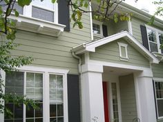 Exterior Paint ideas Try these Sherwin William colours to achieve this look; Green Exterior Paints, Green Siding, Exterior Paint Colors For House, Paint Colors For Home, Light Green House, Sage Green House, Green House Color, Craftsman Exterior, Cottage Exterior