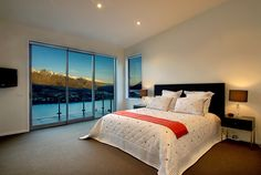 Queenstown Luxury Accommodation - Bel Lago. Luxurious four bedroom holiday home with outdoor spa pool and sauna. Perfect for a Queenstown Holiday.