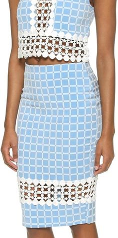 Going to a formal event? This two piece is perfect! Just add a red lip and you are ready to go! @dondefashion