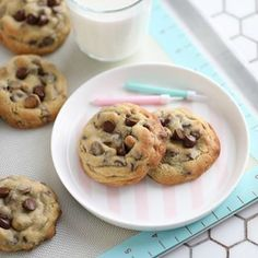 Happy Easter Everyone! Sharing the recipe of my favorite chocolate chip cookie, made with both dark and milk chocolate. Sharing the recipe on my blog today #linkinmybio✅ I am sharing 4 tips how to get you chocolate chip cookies more fluffy. #chocolatechipcookies #4tips✅ #howto✅