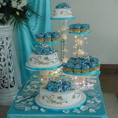 Dessert Party, Cupcake Party, Party Cakes, Cupcake Birthday, Royal Blue Wedding Cakes, Wedding Cupcakes, Wedding Cake Toppers, Cupcake In A Cup, Cake And Cupcake Stand