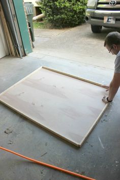 DIY Frame: How to Make a Large Picture Frame for Dirt Cheap DIY picture frame on the wall repurposed to bring a room to life! Make this painted wooden picture Diy Picture Frames On The Wall, Picture Frame Crafts, Frames On Wall, Big Picture Frame Ideas, Cheap Picture Frames, Painting Picture Frames, Picture On Wood Diy, Wooden Frames, Build A Picture Frame