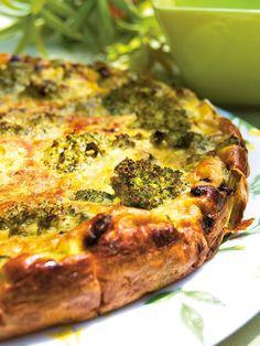Broccoli and cheese quiche - Le torte salate come la Torta ai broccoli e ricotta sono preparazioni veloci e semplici, sempre apprezzate ai buffet, agli apericena e alle feste!