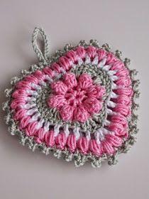 Sweetheart (met link naar gratis patroon / with link to free pattern) Crochet Motifs, Crochet Flower Patterns, Crochet Designs, Crochet Flowers, Crochet Stitches, Crochet Hearts, Crochet Doilies, Crochet Home, Love Crochet