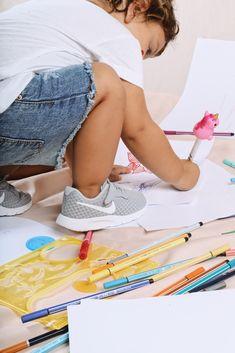 Las Nike Tanjun son ligeras,cómodas y fáciles de poner🦄  ¡A l@s más peques les encantarán!🐣 Kids Sneakers, Shopping, Shoes For Girls, Slippers