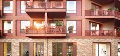 Ein Rot, das sich in verschiedenen Schattierungen über die Ziegelstein-Verkleidung des zweigeschossigen Sockels bis zu den pulverbeschichteten Alurahmen der Fenster und Balkonbrüstungen fortsetzt und die unterschiedlichsten Baustoffe verbindet. #Berlin #Wohnen #Immobilien #Eigentumswohnung
