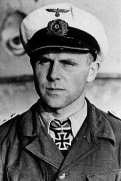 "Kapitänleutnant Reinhard Reche (1915-1993), Kommandant Unterseeboote ""U 255"", Ritterkreuz 17.03.1943"