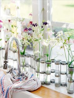 perfect vases for any dining table.. this link http://decoratedlife.com/set-dining-table-fast-chic-table-setting-decorating-ideas for more dining table ideas