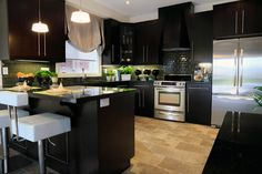 Kitchen Big And Small, Types Of Houses, Model Homes, Dream Life, Sweet Home, Kitchen, Table, Spaces, Furniture