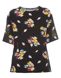 T-Shirt preta com estampa floral  Reinaldo Lourenço