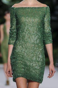 Akris Spring 2013 - Perfect voor de vrouw met smalle schouders en kleine borsten