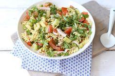pasta salad including arugula, pesto and cucumber Pesto Pasta, Pasta Lunch, Proper Tasty, Quiche, A Food, Food And Drink, Salad Recipes, Healthy Recipes, Feel Good Food