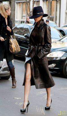 ☆ Victoria Beckham and her Borsalino