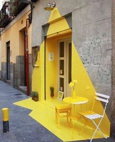 Somos Fos - a vibrant installation designed for a vegan restaurant in Madrid. (fos) restaurant in Madrid, geniale! Instalation Art, Ephemeral Art, Mellow Yellow, Yellow Art, Color Yellow, Yellow Sign, Yellow Painting, Light Painting, Painting Art