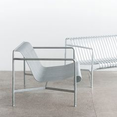 Banc Hay PALISSADE LOUNGE L139 Outdoor Chairs, Indoor Outdoor, Outdoor Furniture, Outdoor Decor, Lounge Chair, Design, Home Decor, Garden, Close Board Fencing