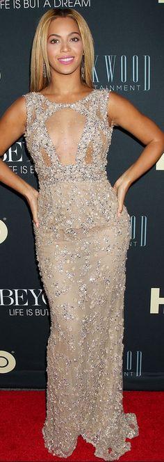 Beyonce  Dress – Elie Saab    Jewelry – Lorraine Schwartz