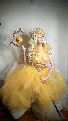 Karneval # Queen Bee # Queen # Costume Queen Bee Costume # costume Kitchen remodeling and Meme Costume, 80s Costume, Diy Costumes, Costume Ideas, Diy Bee Costume, Costume Makeup, Costume Halloween, Best Group Halloween Costumes, Halloween Makeup