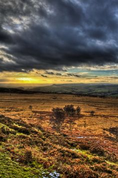 The sun setting over White Edge in the Peak District, Derbyshire. Romantic Weekend Breaks, Ireland Landscape, Dartmoor, Peak District, English Countryside, Derbyshire, Day For Night, Natural Wonders, Hotels And Resorts