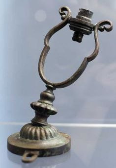 Gimbal lamp found on the Titanic